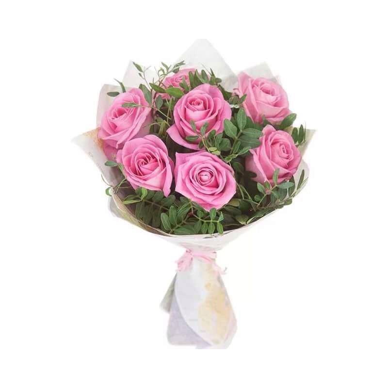 Букеты из трех роз с зеленью